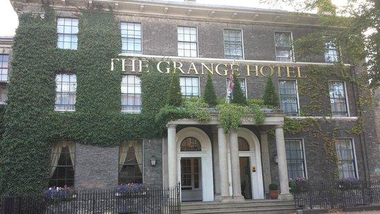 The Grange Hotel: Entrance
