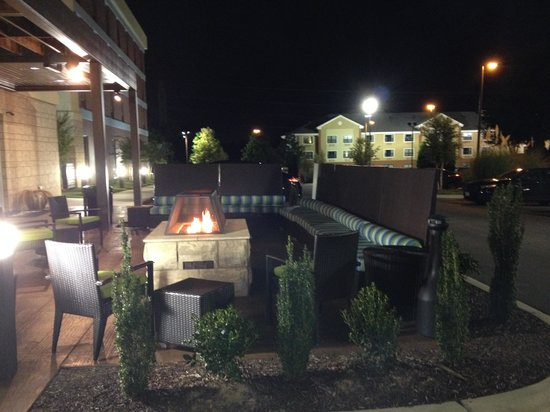Home2 Suites by Hilton Charlotte I-77 South: Patio