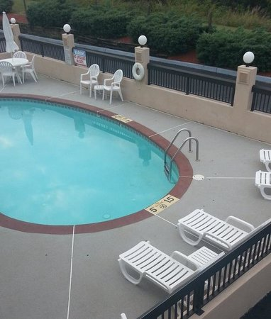 Quality Inn Troutville: Outdoor pool area
