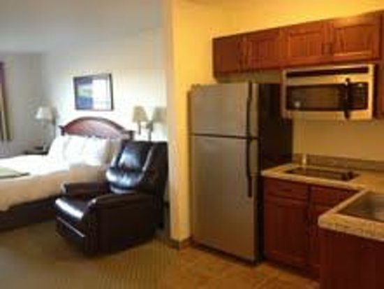 Crossings by GrandStay Inn and Suites Becker: Studio Suite Kitchenette