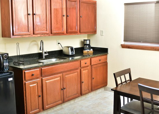 Pacer Inn and Suites: Full Kitchenettes in suites