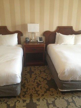 Hilton New Orleans Riverside : Double plush beds