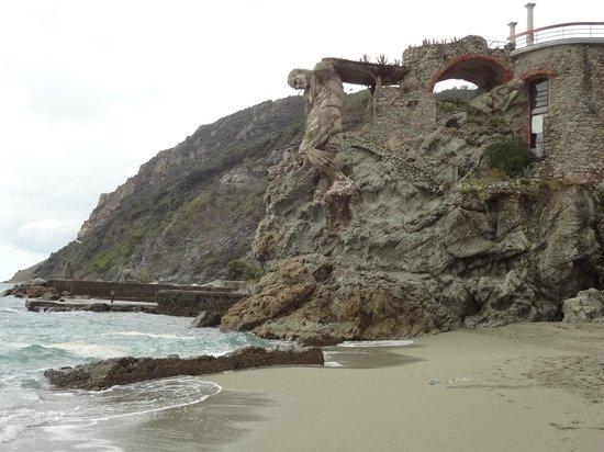 Il Gigante : Na praia algo que não passa desapercebido
