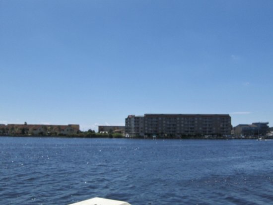 Nauti Girls Waterfront Bar & Grill: View of the Sound and Okaloosa Island