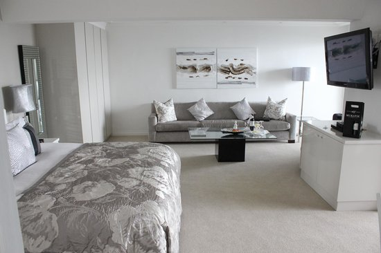 The Clarendon Bantry Bay: One of the smaller rooms