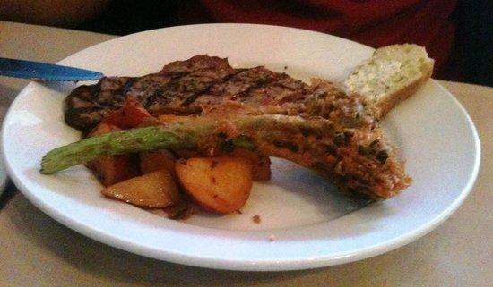 Red Raven Restaurant: New York Steak