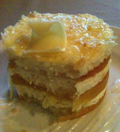 Red Raven Restaurant: Pineapple/Coconut Cake