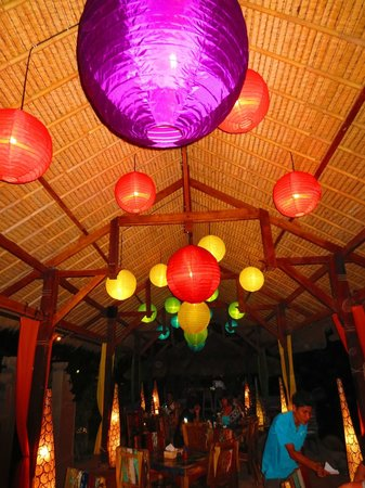Sunrise Resort : Bright colourful lighting