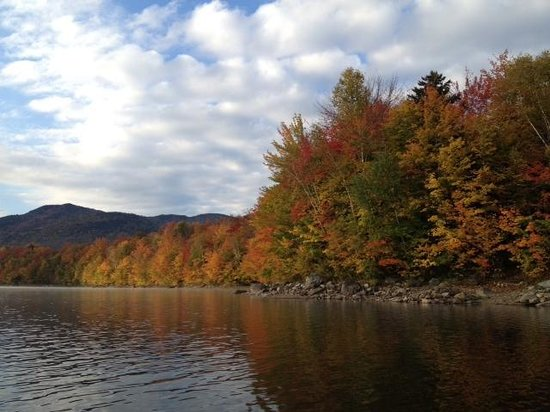 ‪‪Fox Creek Inn‬: Autumn colors on Chittenden Reservoir‬