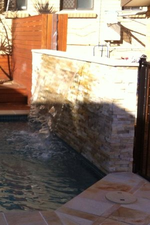 Surfers Paradise Backpackers Resort: the pool