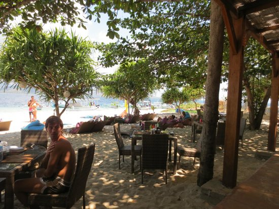 The Beach Club Restaurant and Bar Gili Air : Shady dining