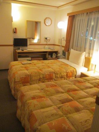 Toyoko Inn Tokushima ekimae: twin room