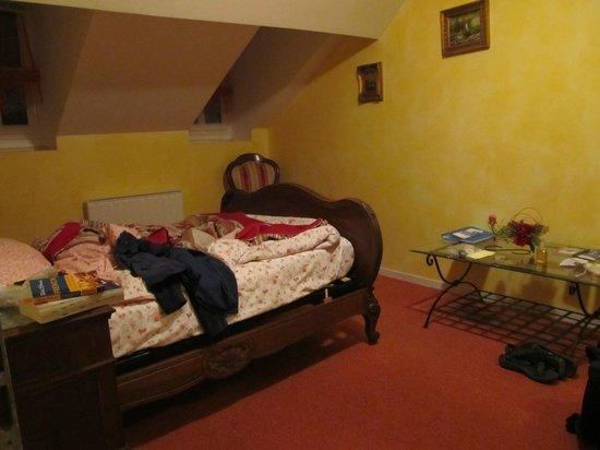 Au Pied Du Chateau: Bedroom