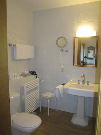 Burghotel: bathroom