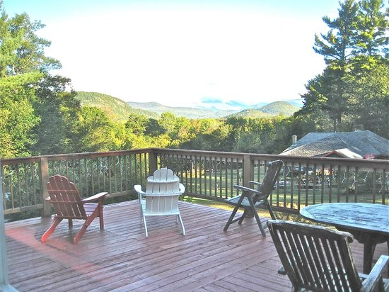 Wildflowers Inn: The deck and views