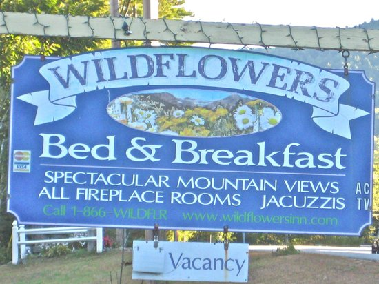 Wildflowers Inn: Signage