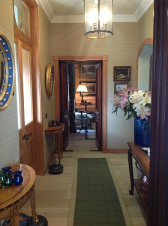 Links House at Royal Dornoch: Front hallway