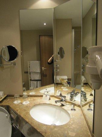 Best Western Premier Hotel Rebstock: bathroom