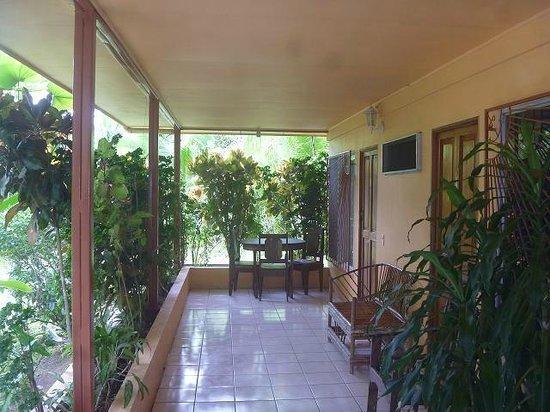 Hotel Buena Vista Cabinas: Terrasse der Cabinas