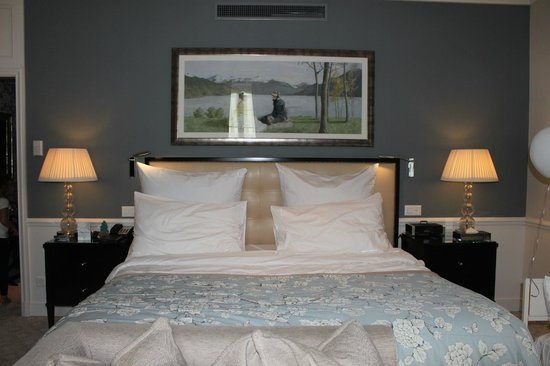 Grand Hotel du Lac: Large and comfy bed