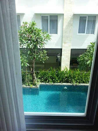 Crystal Kuta Hotel: Rooms with a pool view!