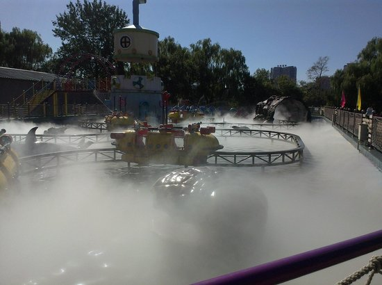 Chaoyang Park : One of the water rides, complete with spooky clouds