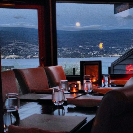 Local Lounge • Grille: An evening waiting for the moon to rise.