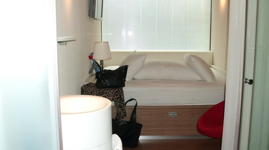 citizenM Amsterdam: Bed Area