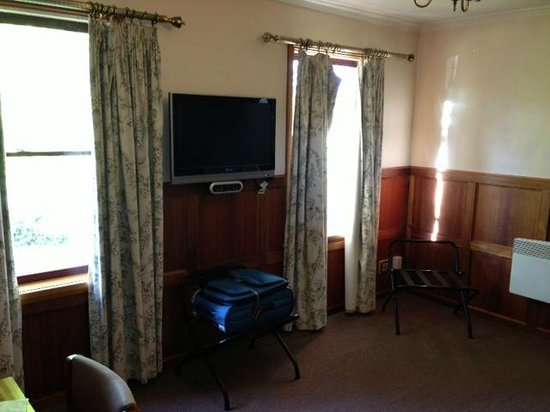 Rydges Hotel Hobart : Sitting Room U53 Rydges Hobart note curtain off the track