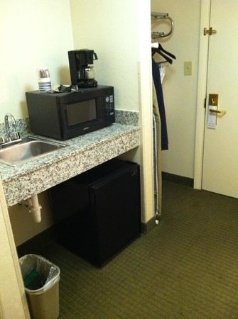 Best Western River City Hotel: microwave area