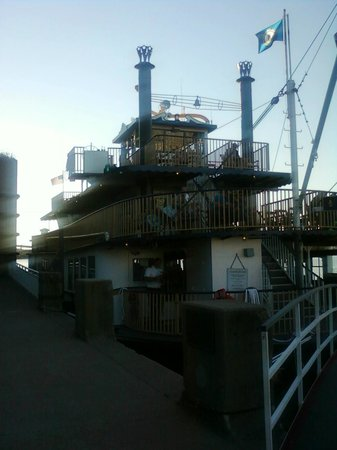 Belle of Louisville Riverboats: Shot from boarding ramp
