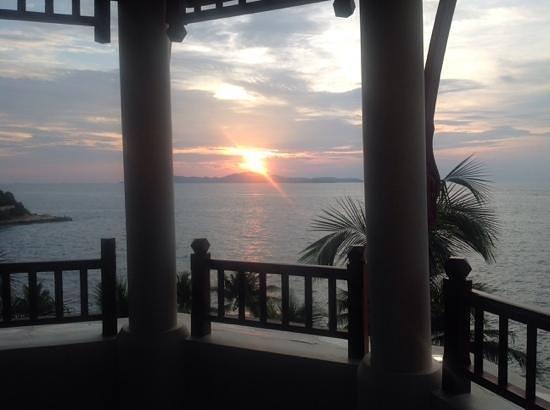 อินเตอร์คอนติเนนตัล พัทยา รีสอร์ท: sunset view