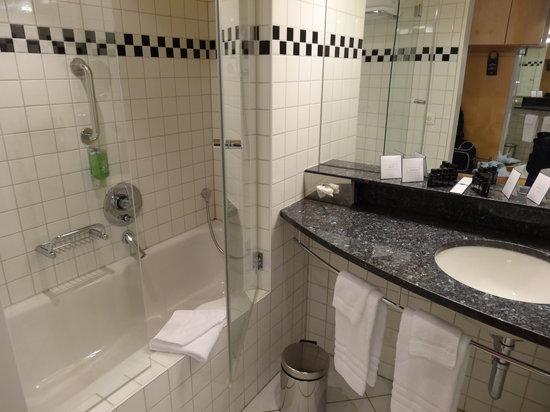 Hotel Allegro Bern : bathroom