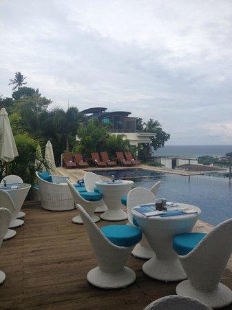 Tanawin Resort and Luxury Apartments: Pool area