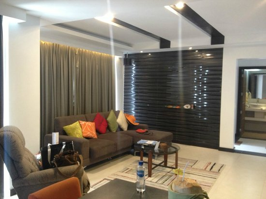 Tanawin Resort and Luxury Apartments: Living Room