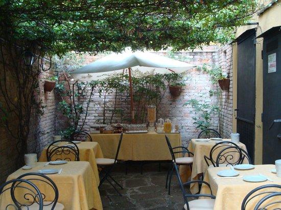 Hotel Locanda Gaffaro: Si ésto es pintoresco y agradable para desayunar, ¿qué dejamos para los 6 estrellas?