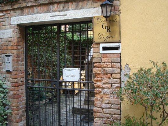 Hotel Locanda Gaffaro: Entrada al Hotel (super escondida, muy difícil de encontrar)