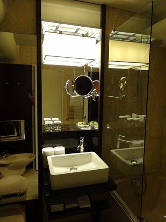 Hotel InterContinental Geneve : バスルーム