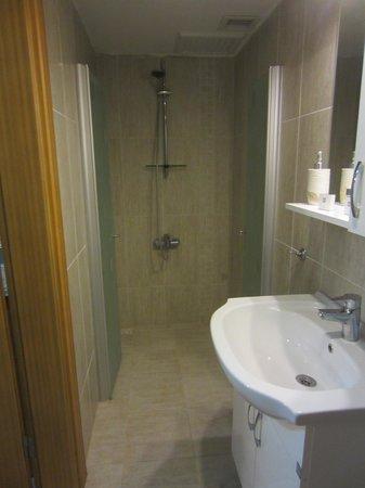 Natureland Efes Pension: large walk in shower