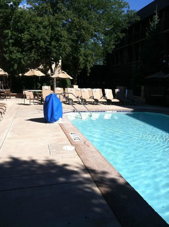 Sheraton Milwaukee Brookfield Hotel: Heated Outdoor Pool