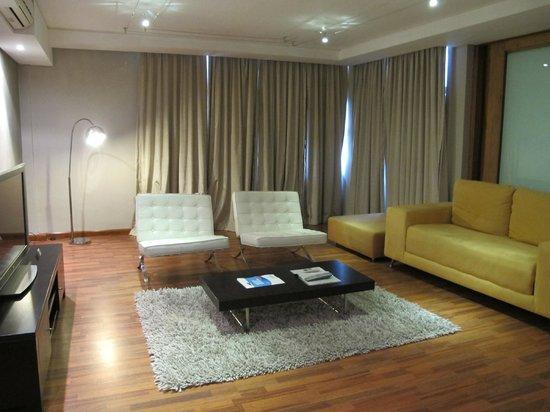 Circa Hotel: Living Room