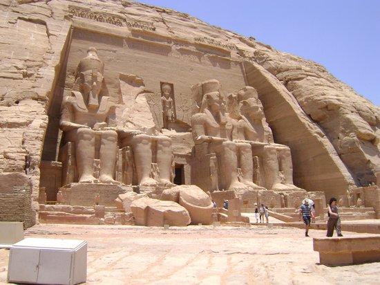 อาบูซิมเบล: Fachada do Templo de Abu Simbel