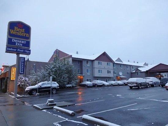 BEST WESTERN Desert Inn : ホテルの外観