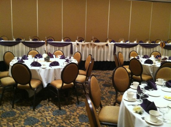 Sheraton Milwaukee Brookfield Hotel: Bridal Table at Reception Hall