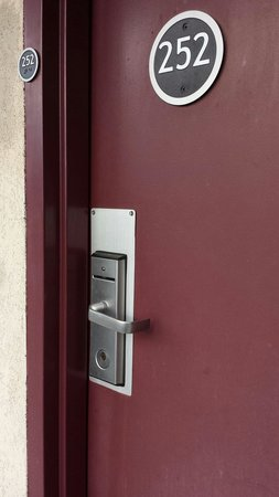 Red Roof Inn Winchester: Sample door lock