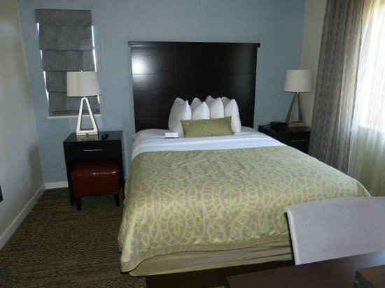 Staybridge Suites Torrance : Bedroom 1