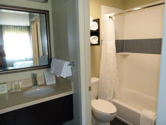 Staybridge Suites Torrance : Bedroom 1 Bathroom
