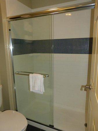 Staybridge Suites Torrance : Bedroom 2 Massive shower