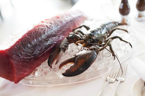 Restaurant La Clef Des Champs: Fresh tuna and lobster