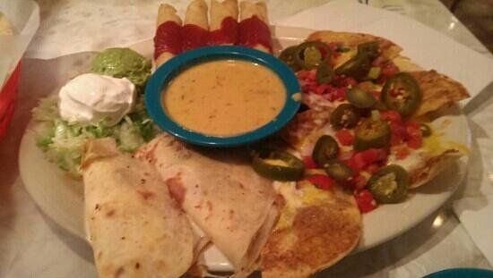 Chuy's: appetizer platter